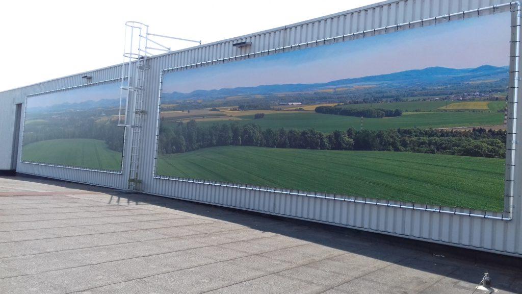 Wanddecoratie met foto van landschap op dak van Bidfood