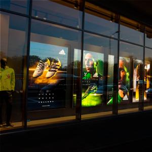 Flexbakken met print ter promotie van Adidas producten