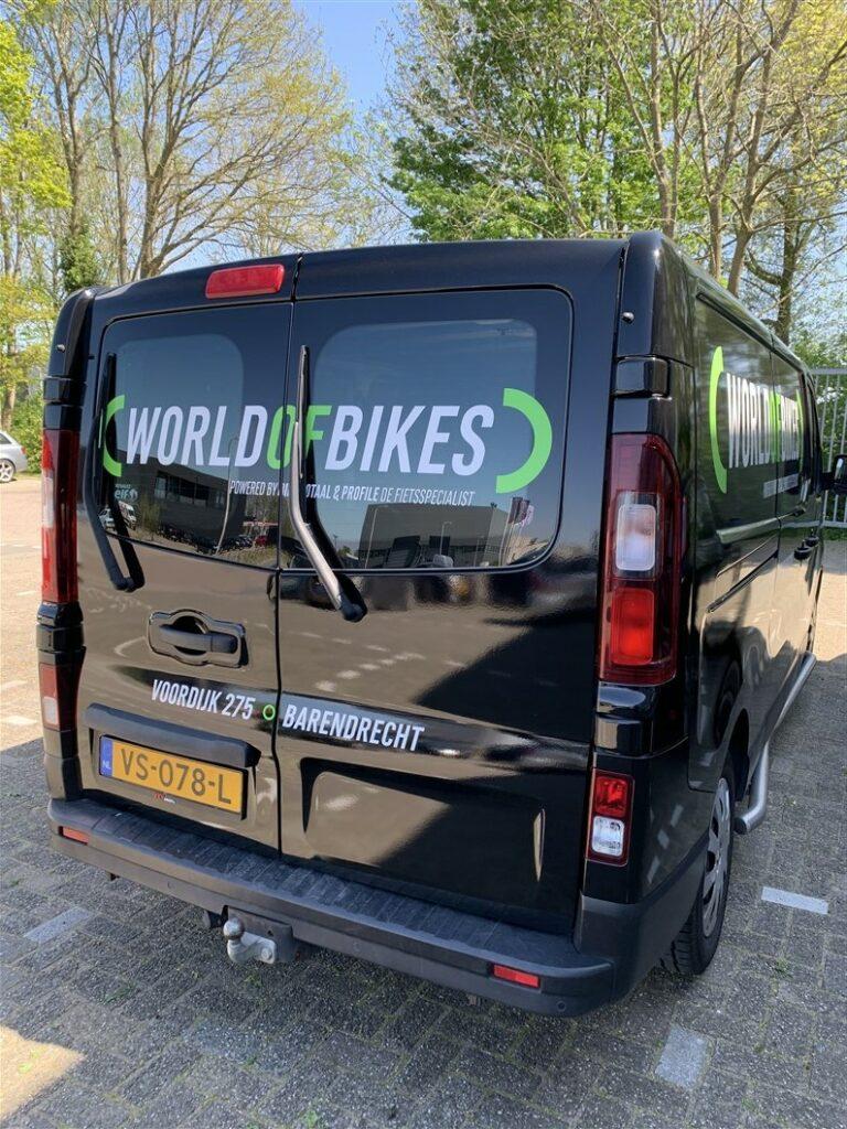 Achterzijde van carwrap World of Bikes