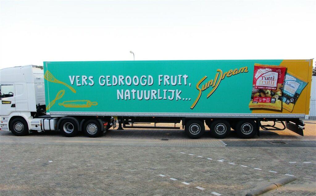 Mint groene vrachtwagen belettering met afbeelding van snoep