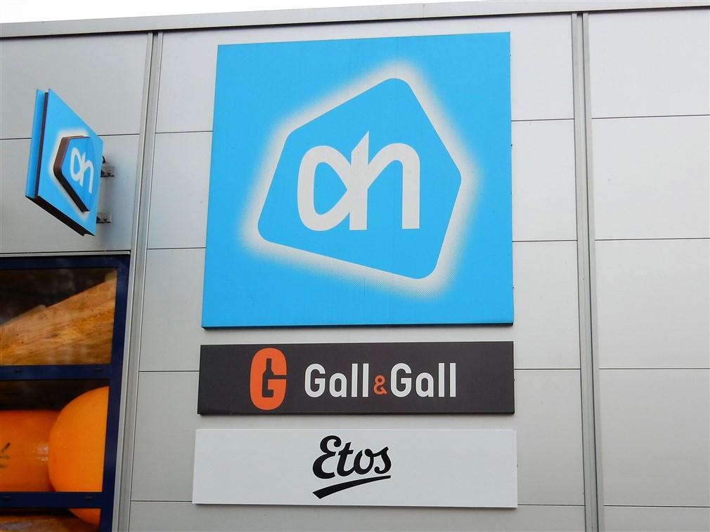 3 gevelborden met logo's Albert Heijn, Gall & Gall en Etos