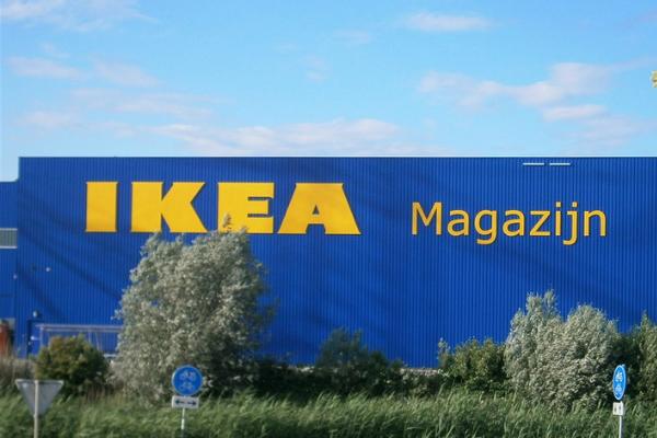Gele gevelletters voor IKEA Magazijn