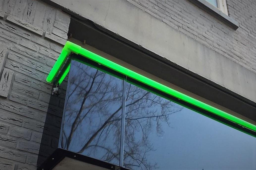 Groene lichtlijn als contour pand EP