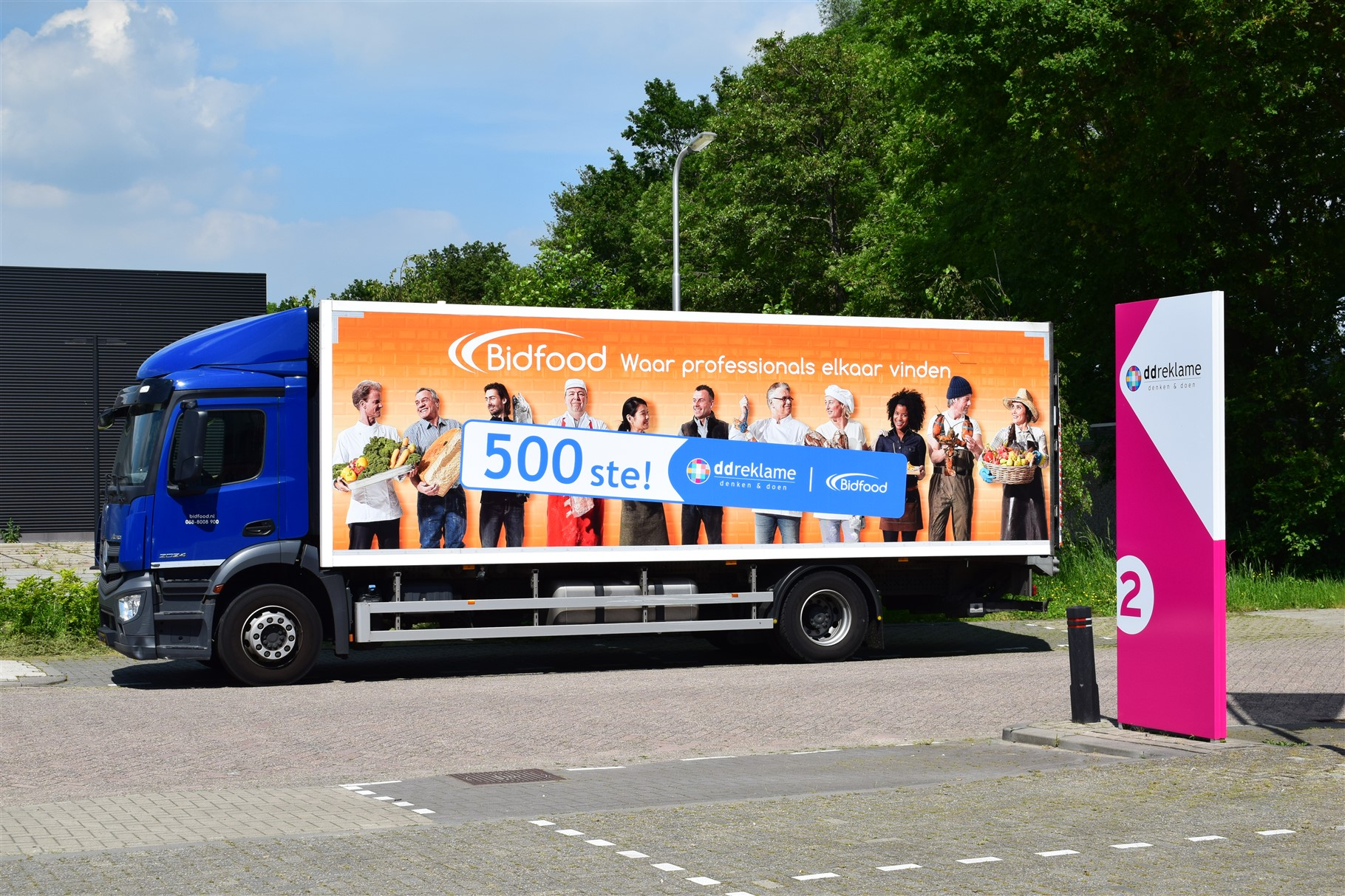 Oranje gekleurde Bidfood vrachtwagen met sticker 500ste