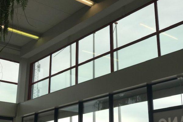 Onbelemmerd zicht naar buiten met one way vision raamfolie