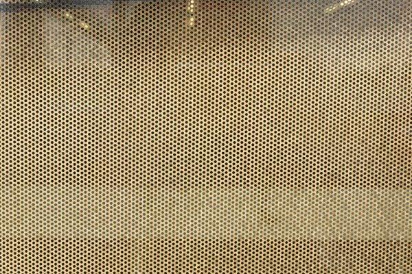 Raamfolie waarin de kleine gaatjes duidelijk zichtbaar zijn