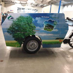 Wrap elektrische bakfiets in de kleuren blauw en groen